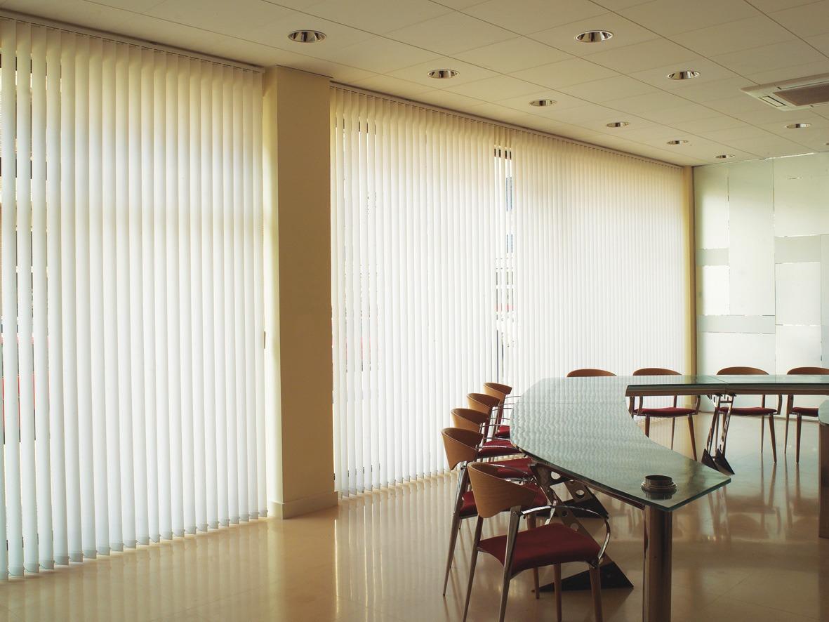 Persiana vertical em bh paulo cortinas e persianas for Cortinas de persiana