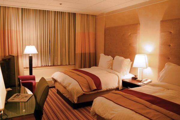 Você sabe qual o modelo perfeito de cortina para hotel?